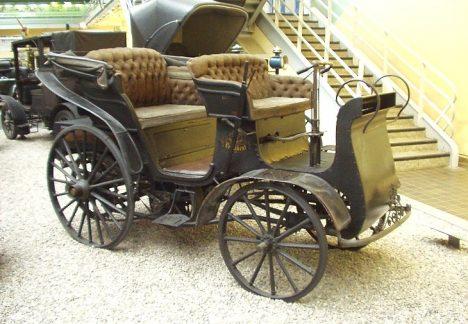 První vůz, který vyjede z kopřivnické továrny dostane název Präsident podle prezidenta rakouského autoklubu.
