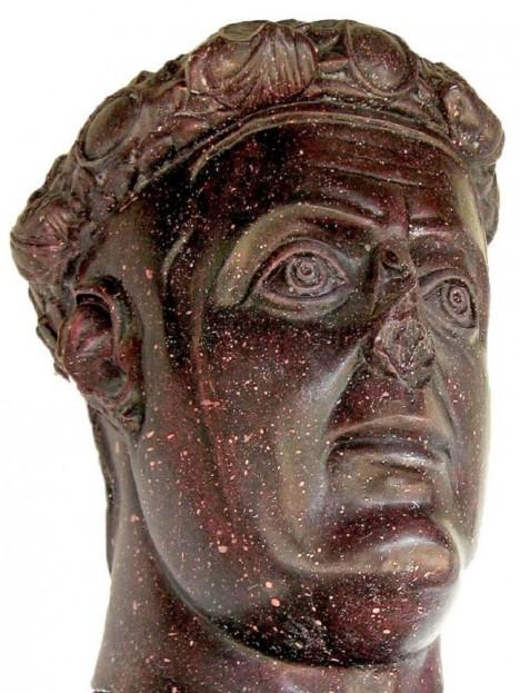 Spoluvladař Galerius zřejmě stojí za Diokleciánovou nenávistí ke křesťanům. Ponouká ho k ní.