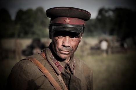 Statečný major Gavrilov přežije utrpení nacistického vězení a po válce se vrátí domů.