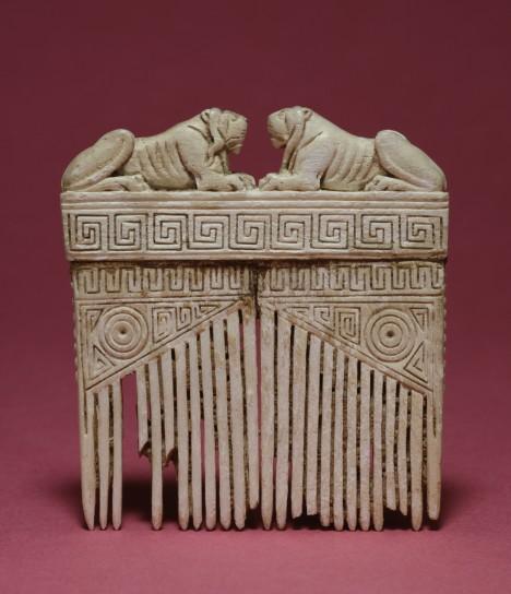Také Etruskové používali hřebeny k česání vlasů. Tento kousek pochází ze 6. století př. n. l.