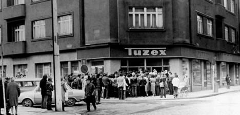 Tuzex 1981 fronta na jeans - ed