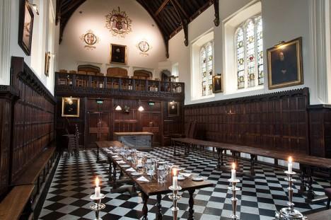 V Christ's College v Cambridgi Charles Darwin nepřijde na chuť školní docházce. profese duchovního ho neláká.