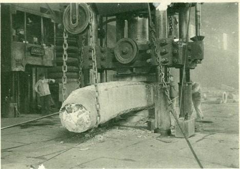Výroba v Poldi hutě jako jedna z prvních na světě zvládne i nerezavějící ocel ideální pro zbrojaře.