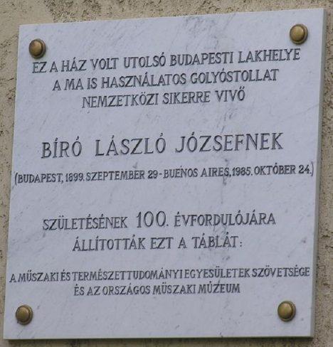 V Budapešti má vynálezce Lasló Biró na svém domě pamětní desku.