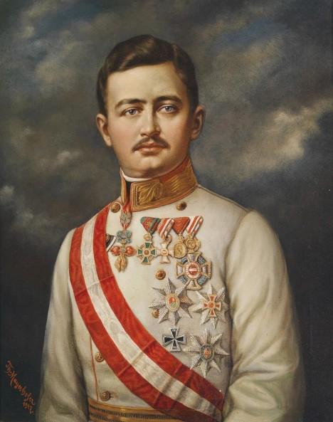 V mládí Almásy usiluje o návrat habsburského císaře Karla na uherský trůn. S Karlem se dokonce spřátelí.