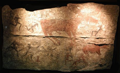 V tureckém Çatalhöyüku lidé malují na stěny scény se zvířaty. Mají jim přinést štěstí při lovu.