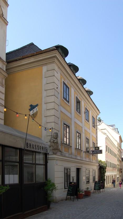 Ve vídeňské Gutenberggasse 13 je dodnes hostinec. Kdysi ho navštívil i rakouský císař.