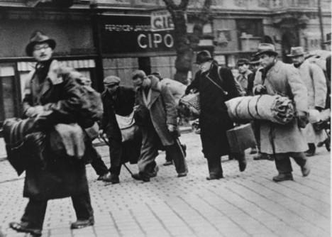Wallenberg zachrání před smrtí až 100 000 Židů, tzn. asi 50krát více než Oskar Schindler a Nicholas Winton dohromady´.