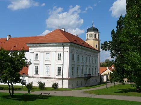 Ze zámku Vlašim ve středních Čechách máme z roku 1543 první svědectví o používání vidličky.
