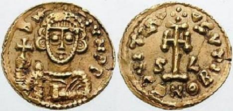Zlaté mince cremonského biskupa Liutpranda. Ke svému nadřízenému si nebere servítky.