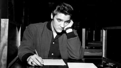 Rozhodl se Elvis fingovat svou smrt, aby měl možnost dožít závěr života v poklidu?