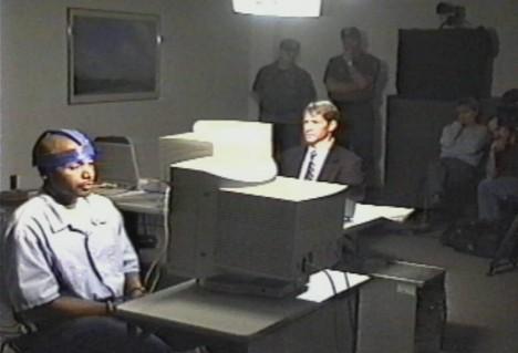 Pokusy na dvojčatech připojených k encefalografu prokázaly, že mezi nimi existuje určité mimosmyslové spojení.