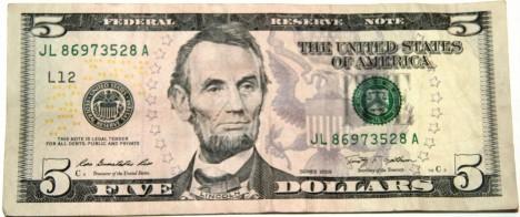 Bankovky nesou portréty amerických prezidentů včetně Abrahama Lincolna.