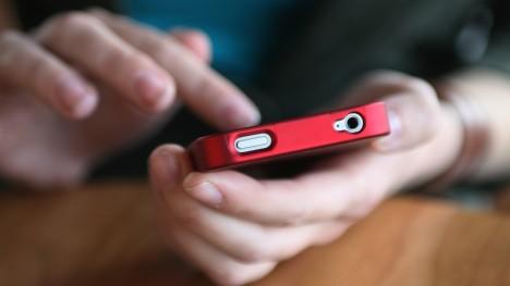 3. mýtus: Mobilní telefony mohou vyvolat rakovinu. Skutečnost: Do dnešní doby se v žádné studii nepotvrdilo, že by používání mobilního telefonu zvyšovalo riziko kteréhokoli typu rakoviny.