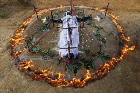 Vymítání démonů může mít smrtelné následky.