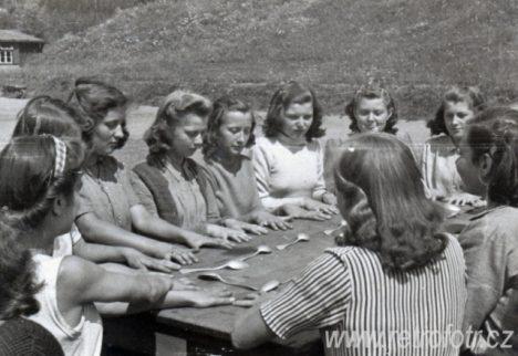 vyvolávání na táboře