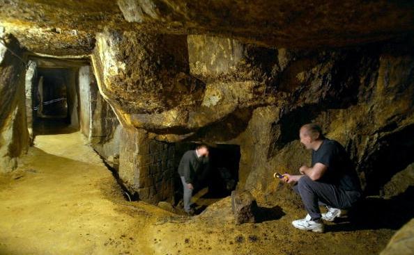 Galerii făcute de către mineri romani în oraşul vestic roman de la Rosia Montana, amenintata de distrugere prin propunerea de proiect a companiei Rosia Montana Gabriel Resources (DANIEL MIHAILESCU/AFP/Getty Images)