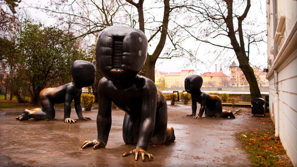 Le Opere di David Cerny - I bambini di bronzo