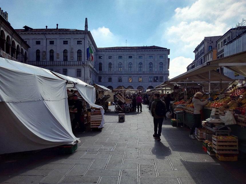 padova-piazza-delle-erbe-mercato