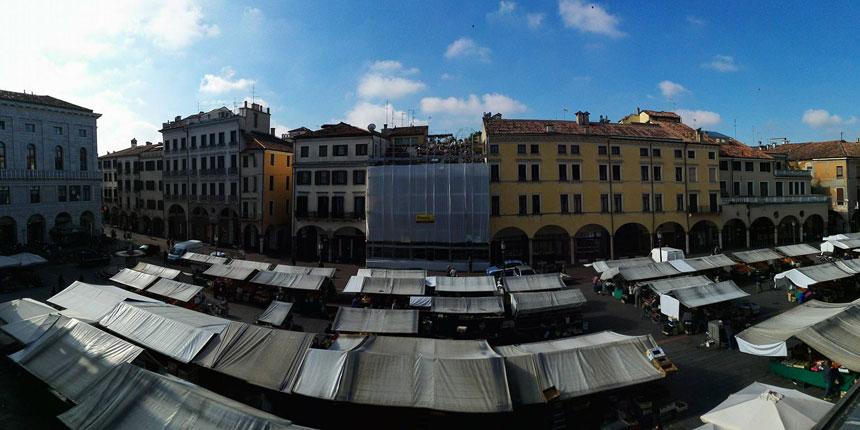 padova-piazza-delle-erbe-mercato-palazzo-della-ragione