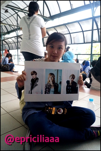 F.Y.I on stage with Lunafly, Jakarta, March 28th 2013 - MEEEEEE.