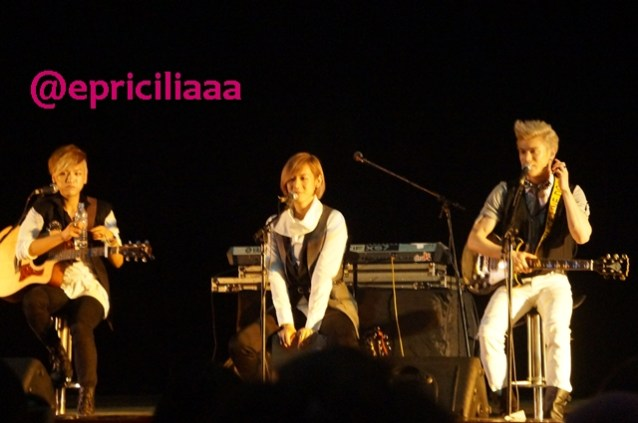 F.Y.I on stage with Lunafly, Jakarta, March 28th 2013 - Yeahhhhhh.