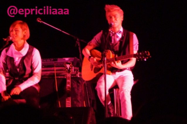 F.Y.I on stage with Lunafly, Jakarta, March 28th 2013 - Eye contact!