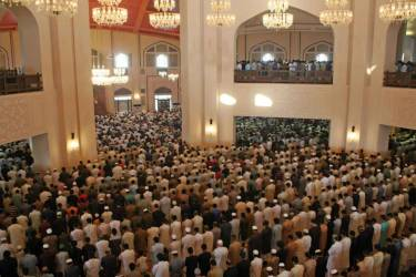 People offering EID Prayer at Bahria Town Lahore Jamia Mosque October 06, 2014