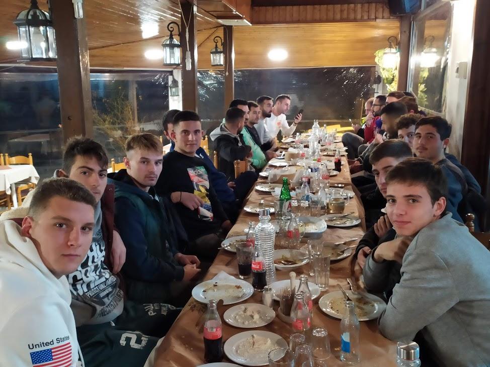 Δείπνο του Δία Δίου στη ταβέρνα Αγιονέρι