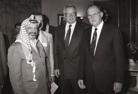 Yasser ARAFAT-Sir LORD PLUMB