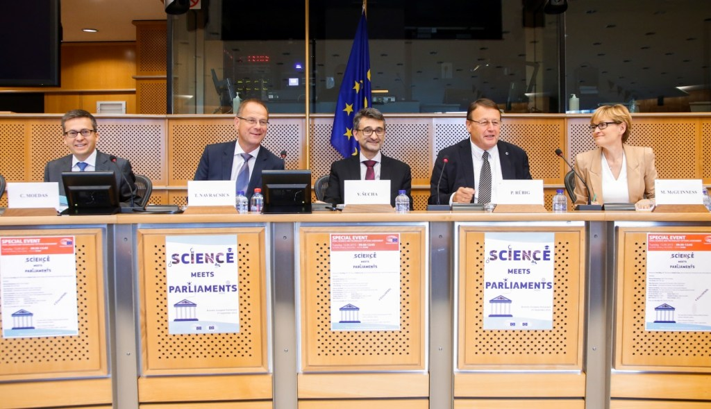 Scientists meet parliamentarians: A relationship based on trust