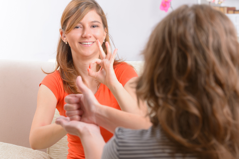 How does the EU promote sign languages?