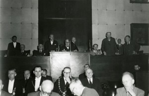 Paul-Henri Spaak speaking to the hemicycle of the ECSC Common Assembly