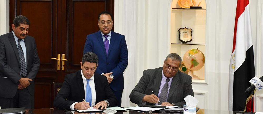 وزير الإسكان يشهد توقيع مذكرة تفاهم مع مجموعة هيلتون العالمية لإدارة وتشغيل فندقين بالعلمين الجديدة.JPG