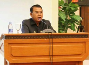 Bupati Landak Adrianus Asia Sidot menyampaikan Pidato Nota Pengantar Dua Raperda Kabupaten Landak