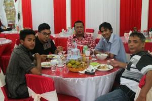Ketua DPRD Landak, Heri Saman SH MH bersama para jurnalis yang bertugas di Landak