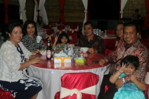 Ketua DPRD Landak, Heri Saman SH MH dan anggota DPRD Landak bersama keluarga