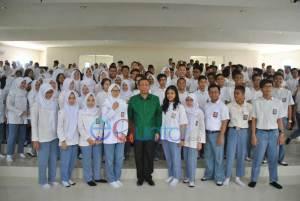 Wali-Kota-Pontianak-Sutarmidji-saat-mendatangi-dan-memberikan-motiviasi-calon-peserta-UN-di-SMA-Negeri-1-Pontianak-gusnadi