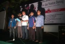 Perwakilan organisasi kepemudaan yang diberi nama Aliansi Pemuda Anti PKI Kalimantan Barat membacakan deklarasi sebelum pemutaran film penumpasan G. 30. S. PKI,