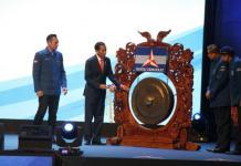 BUKA RAPIMNAS. Presiden Jokowi bersama Ketum Partai Demokrat, di dampingi Sekjen Partai Demokrat Hinca Panjaitan dan Ketua Kosgama Demokrat AHY dalam acara Rapimnas Partai Demokrat di SICC, Sabtu (10/3). Galuh/Radar Bogor