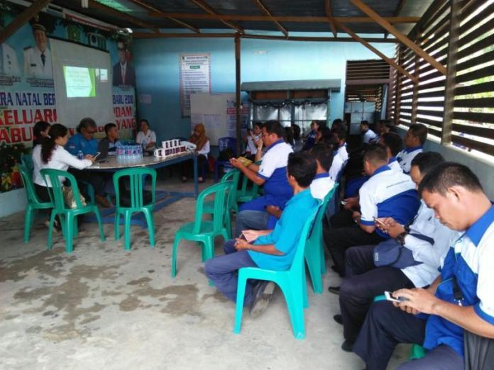 TES URIN. Puluhan pegawai PDAM Bengkayang mengikuti tes urin yang dilaksanakan BNNK Bengkayang, Senin (19/3) pagi—Kurnadi/RK