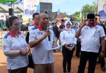 KAMPANYE. Milton Crosby didampingi Boyman Harun menggelar kampanye di Kecamatan Kendawangan, Kabupaten Ketapang, Selasa (6/3). Warga for RK
