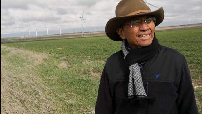 LADANG GANDUM. Dahlan Iskan di ladang gandum di pedesaan Amerika menjelang panen, Kamis (26/4). Admin disway.id for Rakyat Kalbar