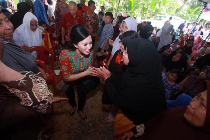 Cagub Kalbar no 2, Karolin Margret Natasa Disambut Antusias Warga Saat Kampanye Dialogis di Kabupaten Mempawah.
