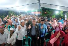 Calon Gubernur Kalbar nomor urut tiga Sutarmidji bersama masyarakat (Kang Enchus for Equator).