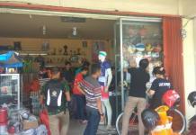 RACE PACK. Suasana pengambilan race pack para peserta Pontianak Berlari 5K di Toko Lilo Sport, Sabtu (12/5. Maulidi Murni-RK