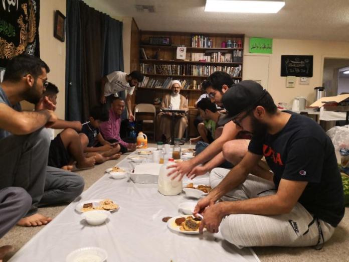 BUKBER. Suasana berbuka puasa di Masjid Hussainiah San Antonio, Texas, Amerika Serikat. Dahlan Iskan Photo