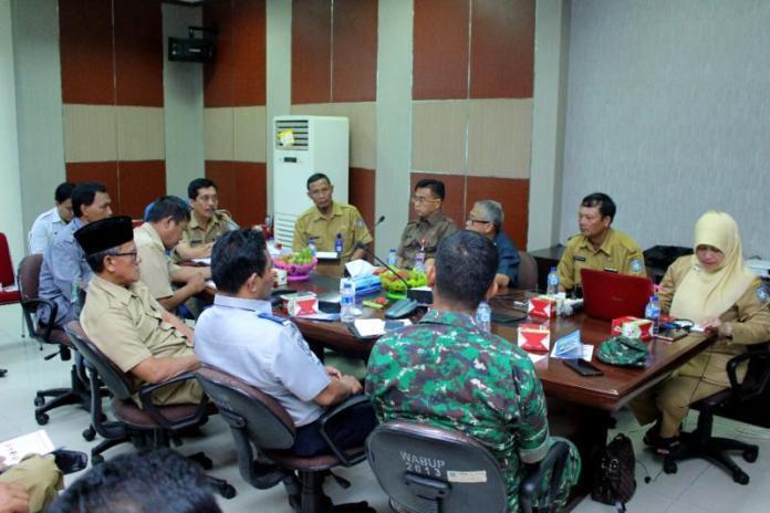 Audiensi. Pj Sekda Kubu Raya, H Odang Prasetyo memimpin audiensi dan advokasi tim kampanye imunisasi MR Dinas Kesehatan Kubu Raya, Senin (23/7). Humas for Rakyat Kalbar