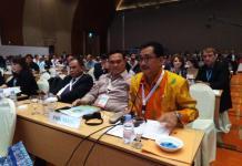 CAGAR BIOSFER. AM Nasir membacakan pernyataan sebagai penerima sertifikat cagar biosfer dari Man and Biosphere UNESCO pada Sidang ICC-MAB UNESCO Ke 30 di Palembang, Rabu (25/7). BBTNBKDS for RK