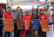PENGGIAT WISATA. Jewita dan Genpi Kalbar mengisi stan Pameran Pesparawi di Rumah Radakng, Pontianak, kemarin. Nova Sari-RK
